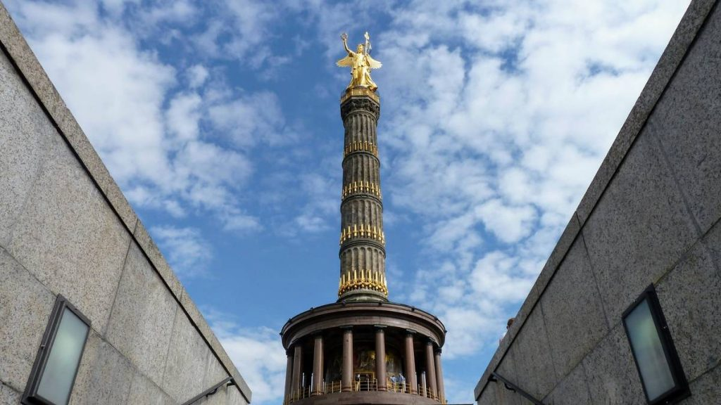 ستون پیروزی و باغ بزرگ حیوانات برلین